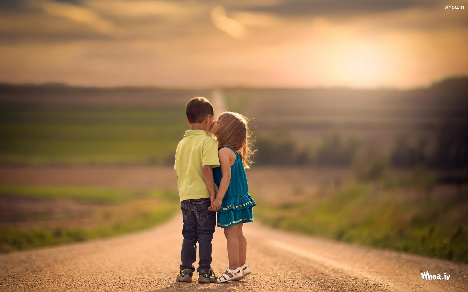 baby girl kiss to boy on the road hd kids kiss wallpaper