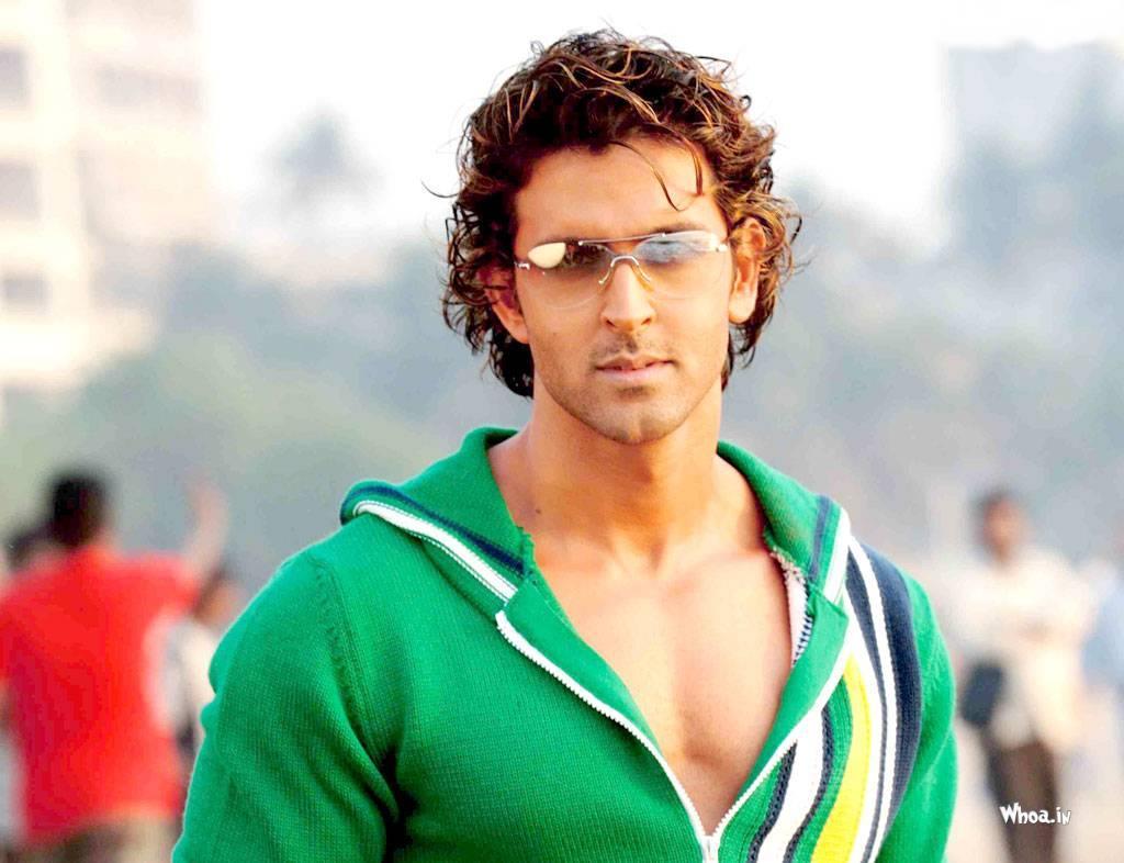 hritik roshan in green t shirt hd wallpaper