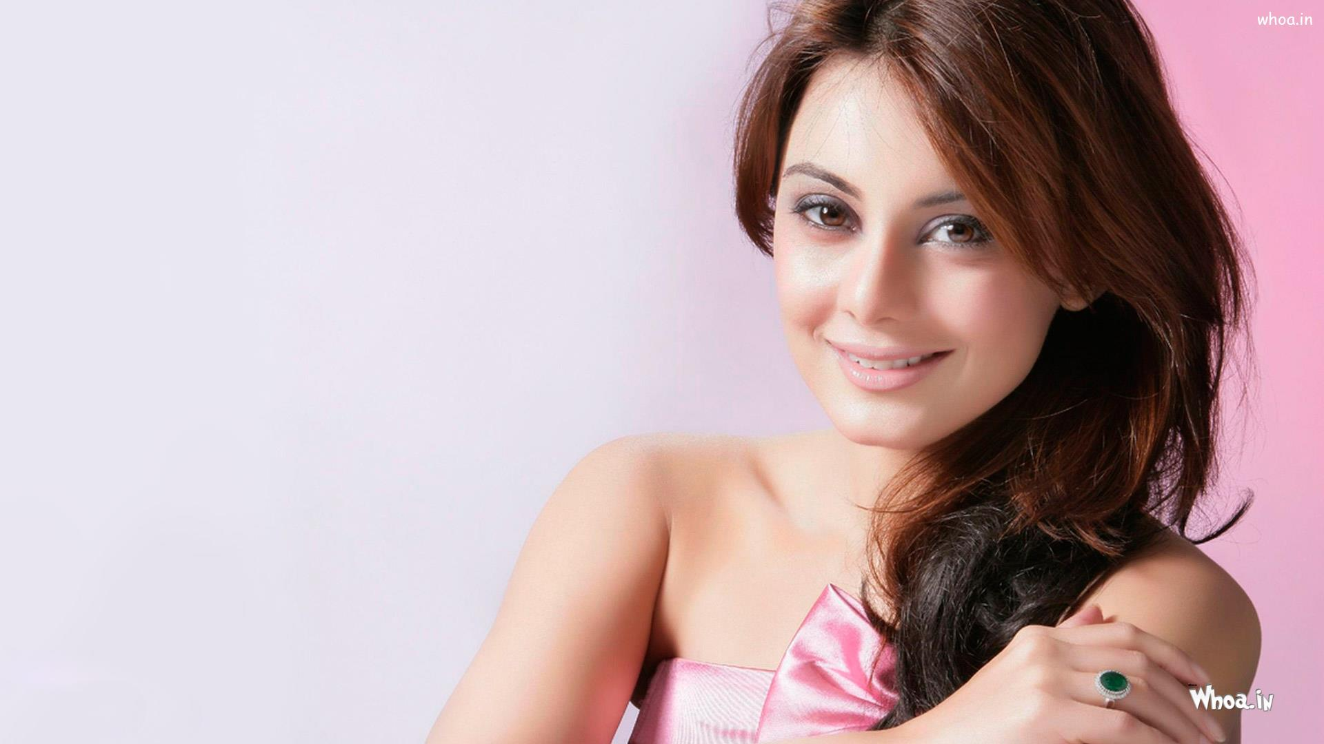 minissha lamba pink top with face closeup wallpaper