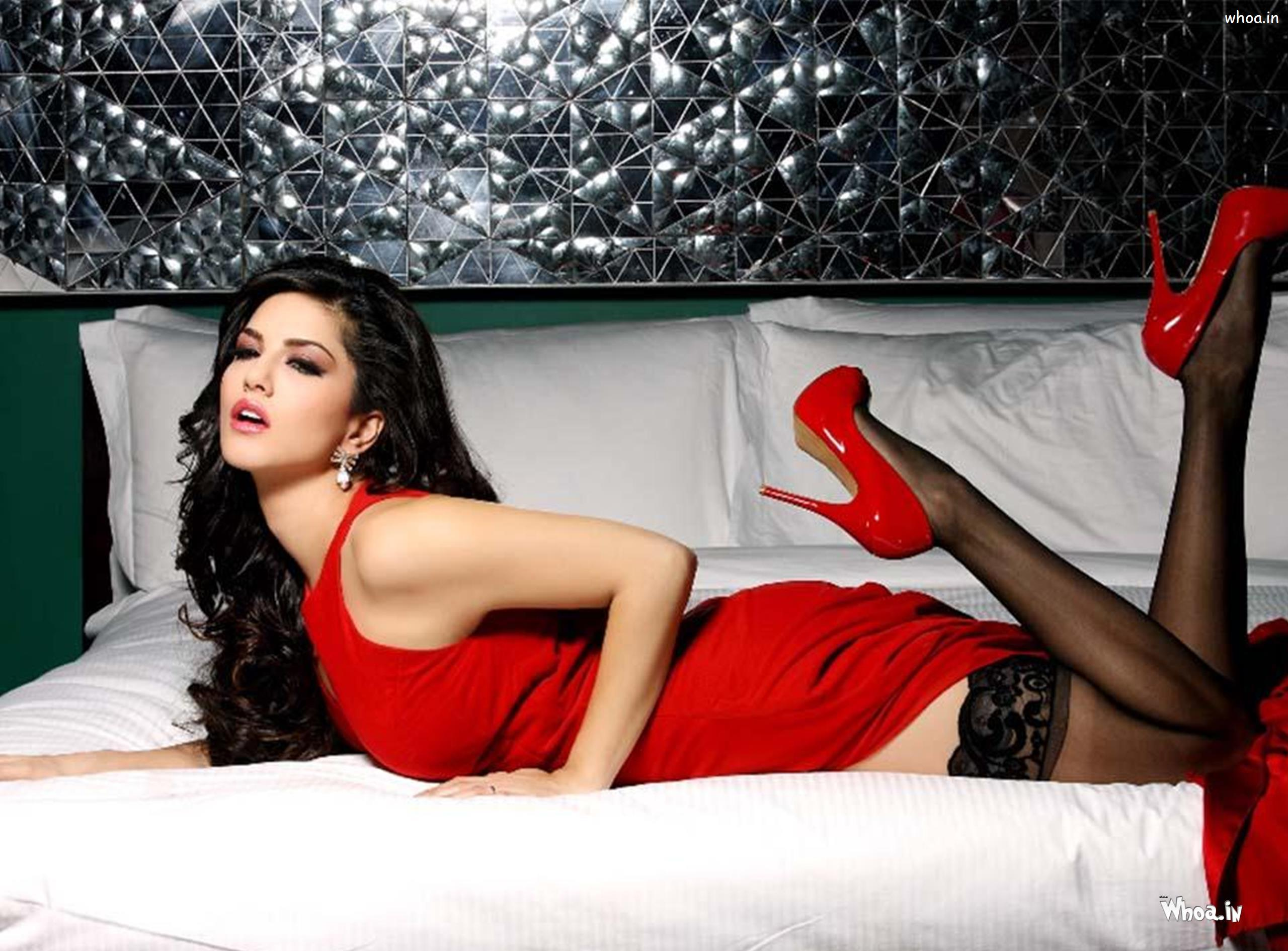 Sunny Leone Red Top Hd Wallpaper