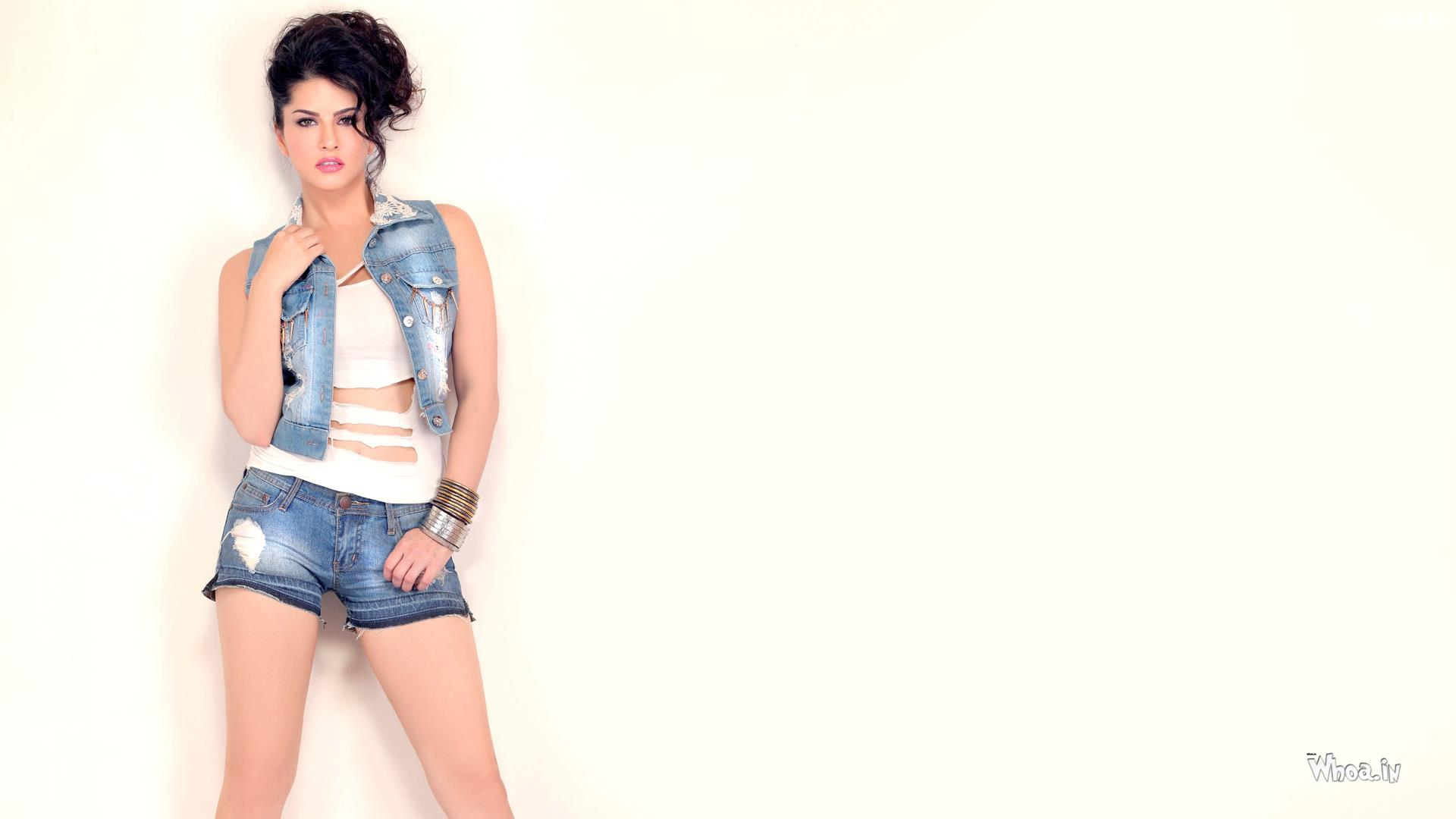 sunny leone with white background hd wallpaper