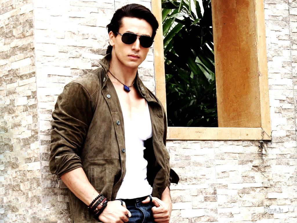 Tiger Shroff Son Of Jackie Shroff Hd Bollywood Actor Wallpaper